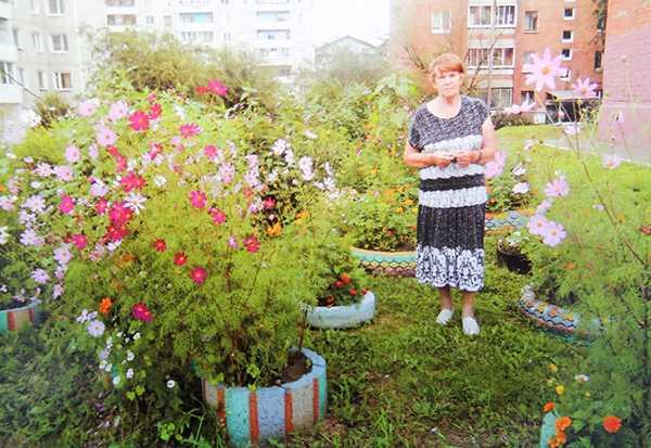 Изображение к статье Иркутянка Вера Семенова четверть века украшает памятные места драматурга На Иркутскинформ