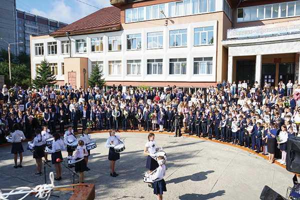 Изображение к статье Евгений Стекачев поздравил образовательные организации своего избирательного округа с Днем знаний На Иркутскинформ