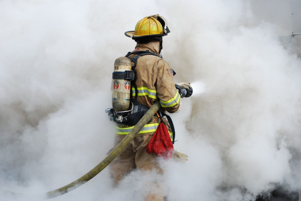 пожарный-спасатель