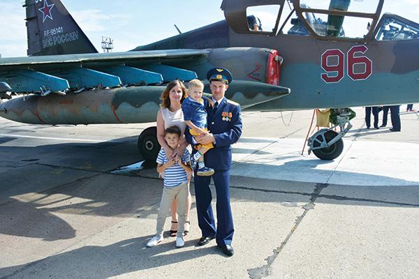 Сергей Микаев с семьей
